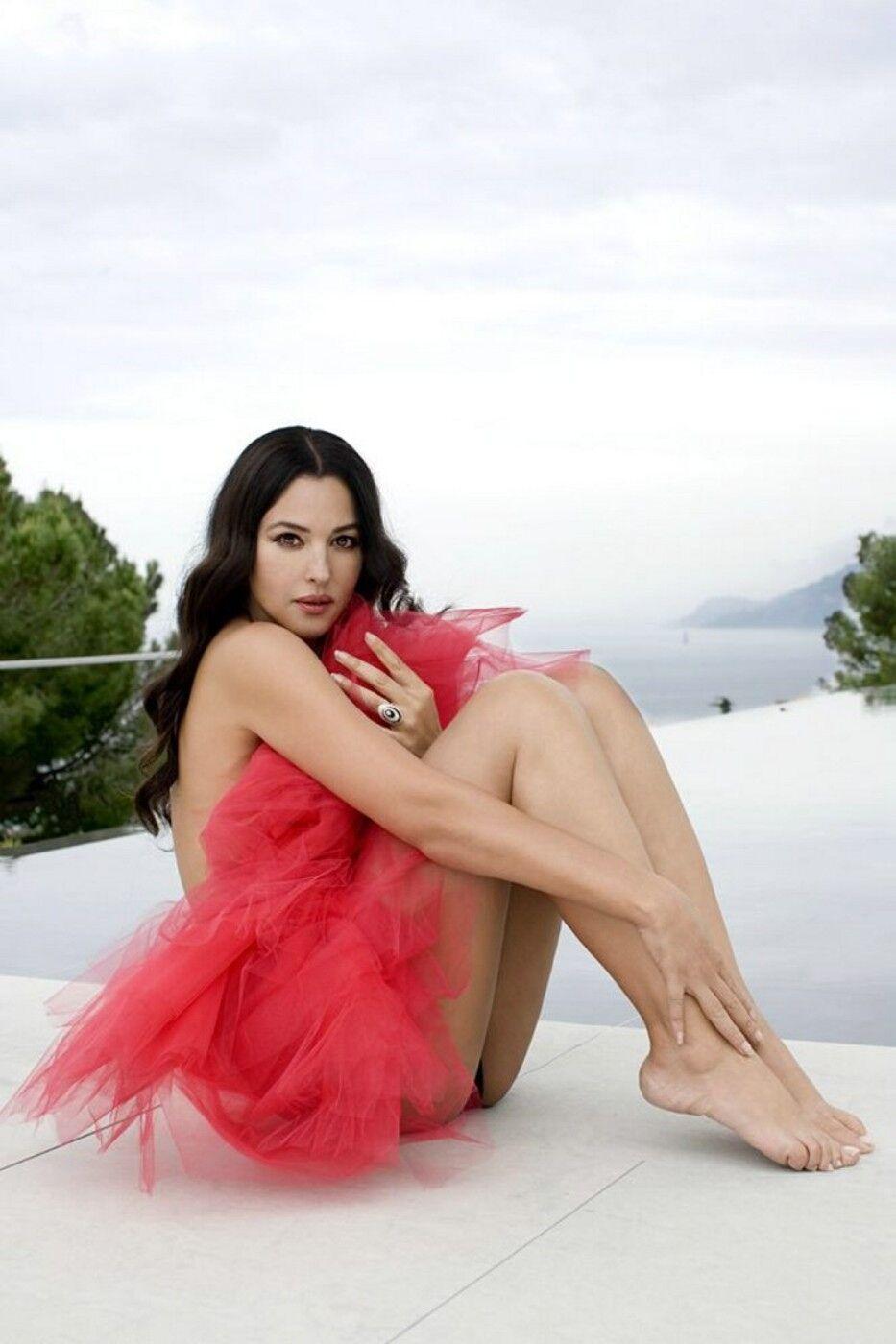 Feet monica bellucci Monica Bellucci
