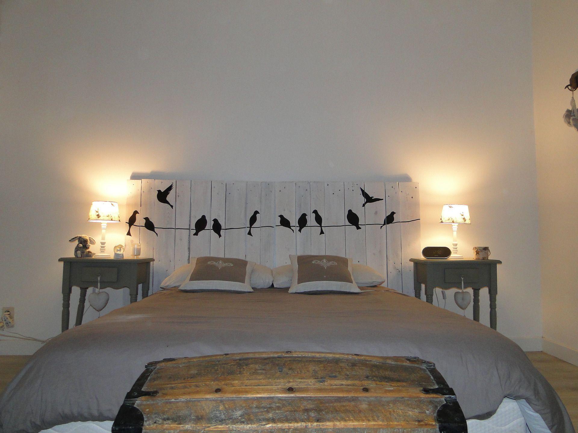 t te de lit en bois motifs oiseaux blanc c rus t te. Black Bedroom Furniture Sets. Home Design Ideas