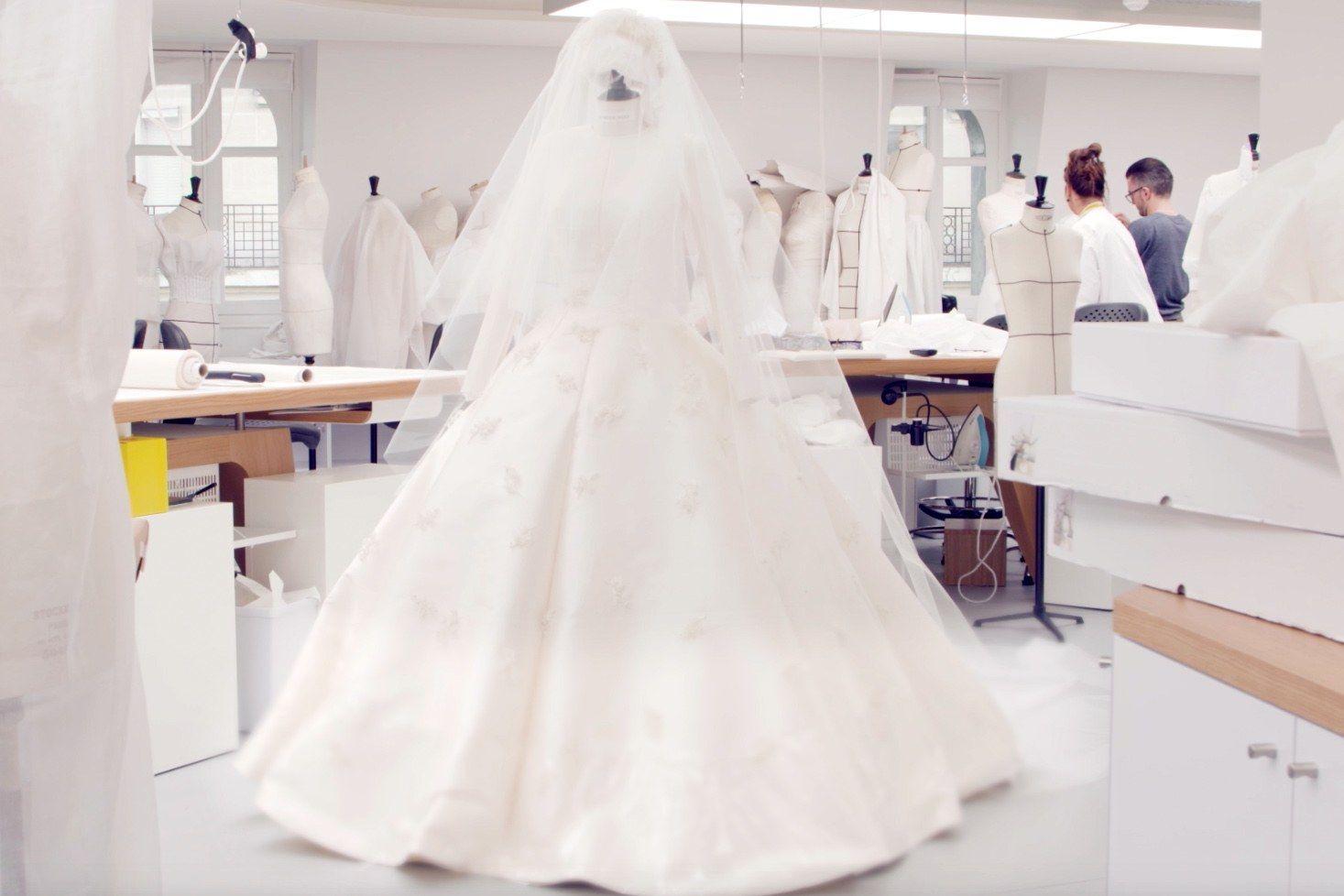 Ein Brautkleid von Dior | Pinterest | Dior, Miranda kerr and Atelier