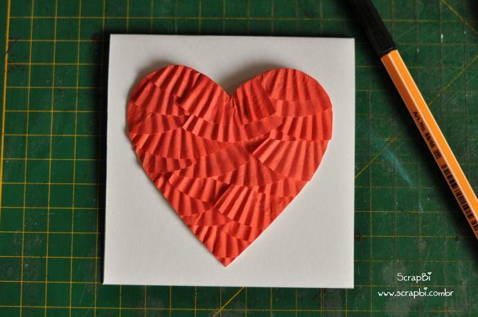 coração com forminhas de doces