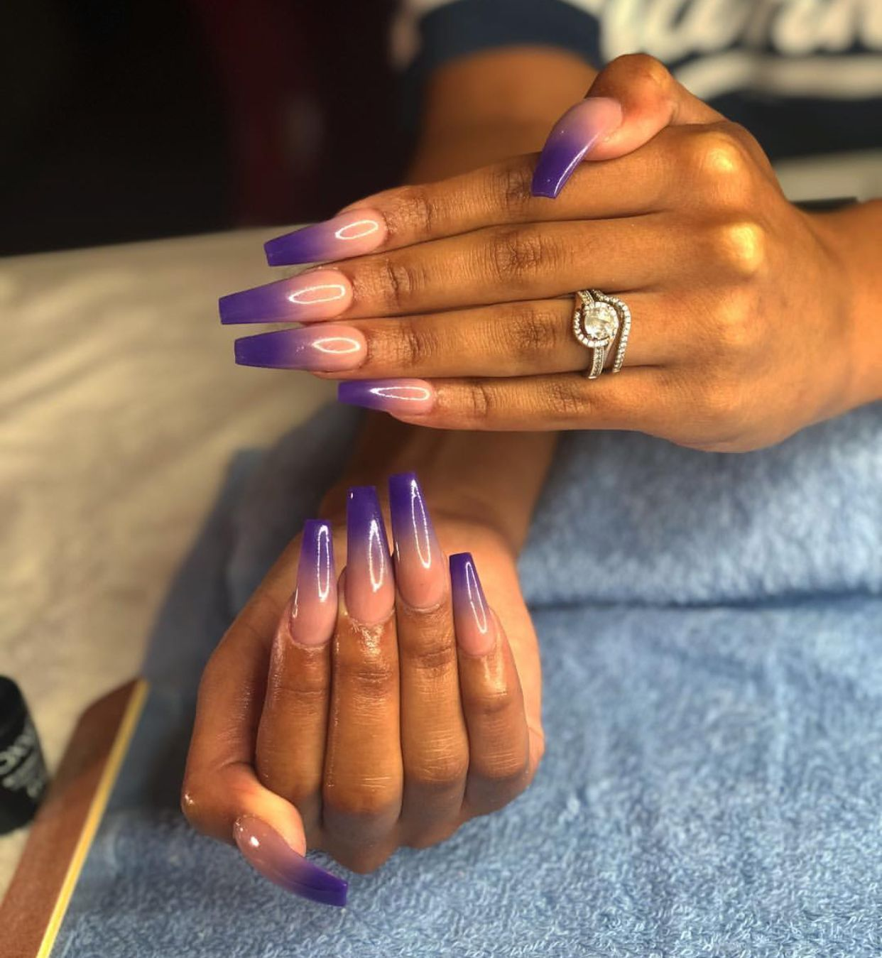 Semi-permanent varnish, false nails, patches: which