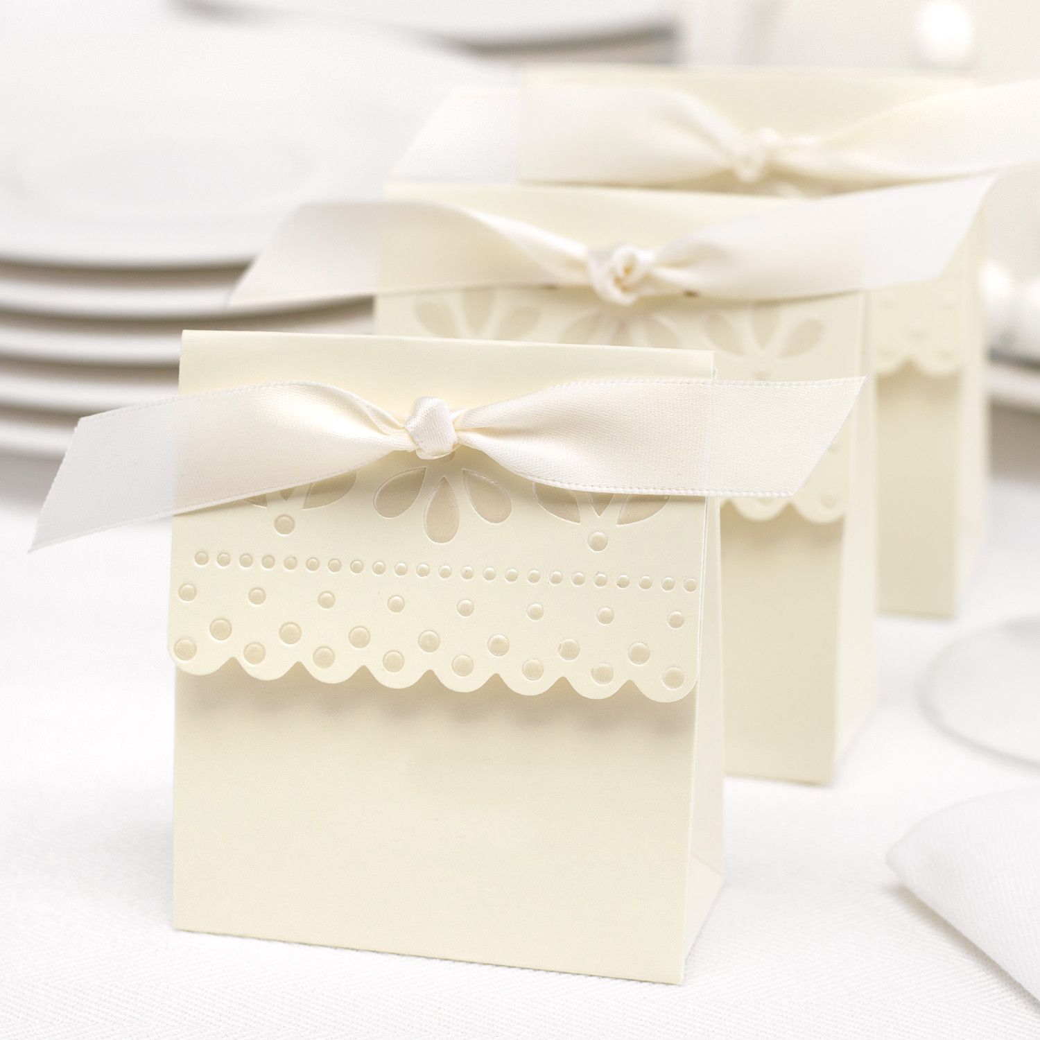 Scalloped Wedding Favor Boxes (Pack of 25) | Favors, White satin and Box