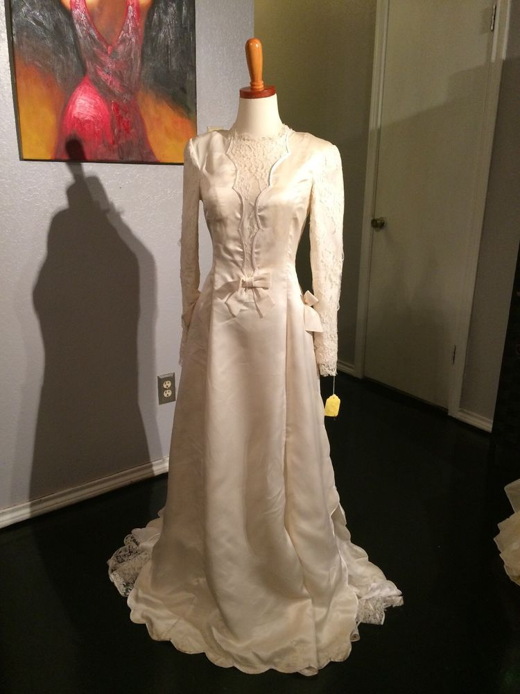 Vintage 1960s Satin Reveiling Wedding Dress Size Small
