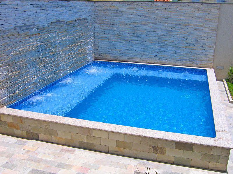 Area de lazer com churrasqueira e piscina de fibra for Piscinas pequenas plastico duro