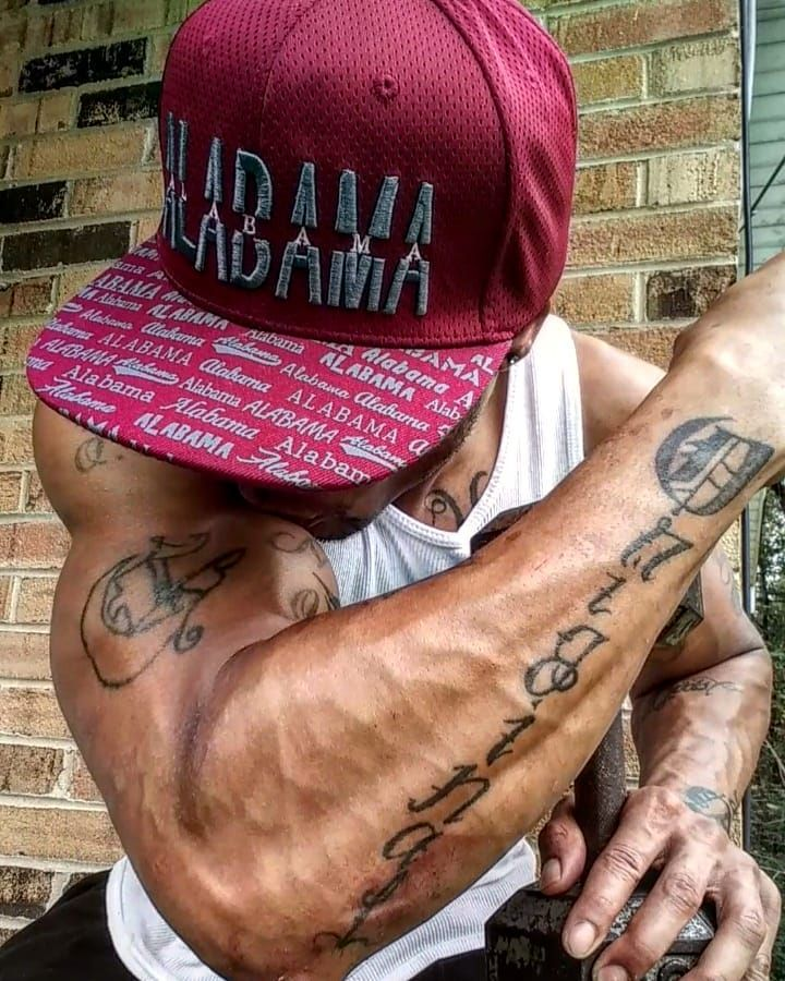 😘 .. 🐐... UNNNNNNNNNHHHHHHHHHHH!!!!!!! 'EYEZ N MUSCLE' .. 'THE BOA CONSTRICTORS(ARMS) #Gymface #gym #gymfam #gymrat #gymhead #gymstar #gymfreak #exercise #fit #fitfam #fitdude #fitlife #fitness #fitstar #fitnesscrush #thefitcrush #fitnessmodel #fitnessforlife #fitness #health #healthnut #healthfreak #bodybuilding #machine #muscles #gains #gainz #gymaddict #healthaddict #physique #tatted