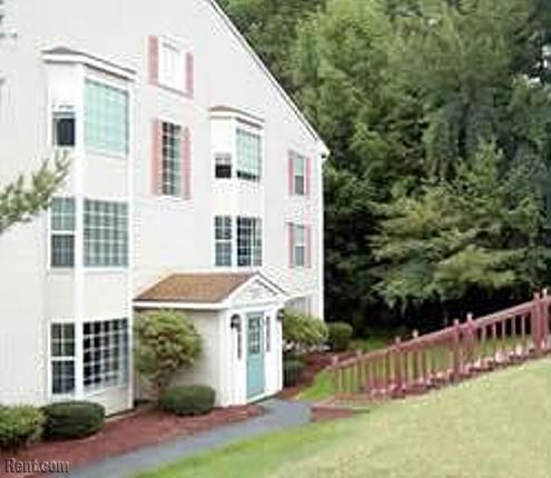 Hillside View Apartments 243 Pleasant Street Concord Nh 03301 Rent Com Apartment Apartments For Rent Views