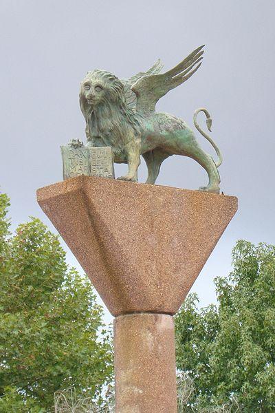 Escultura do Leão de São Marcos na Praça Itália em Porto Alegre
