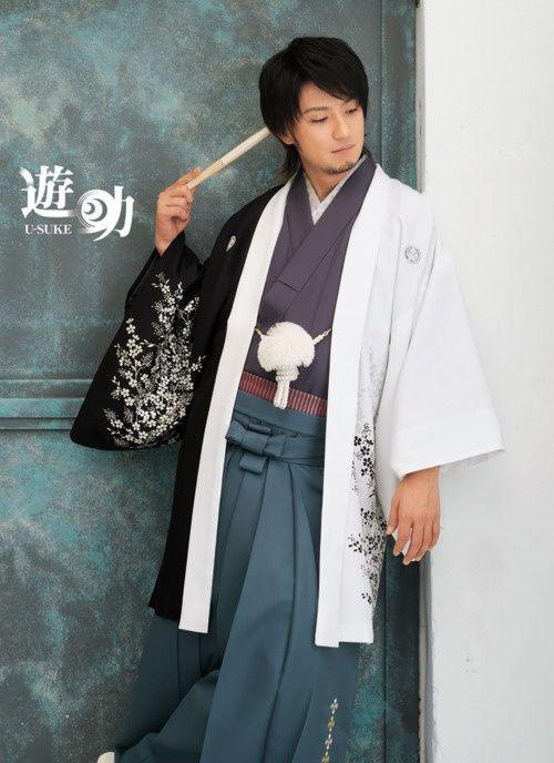 homme portant un kimono gris violet un hakama bleu p trole et un haori blanc et noir avec des. Black Bedroom Furniture Sets. Home Design Ideas