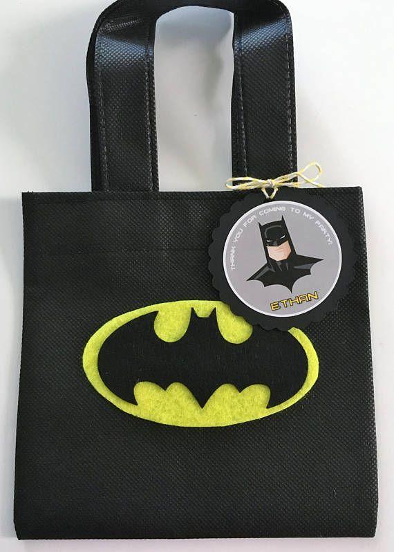 1be4df22c Estos tratan bolsas son un complemento perfecto para tu fiesta temática de  Batman. Es la