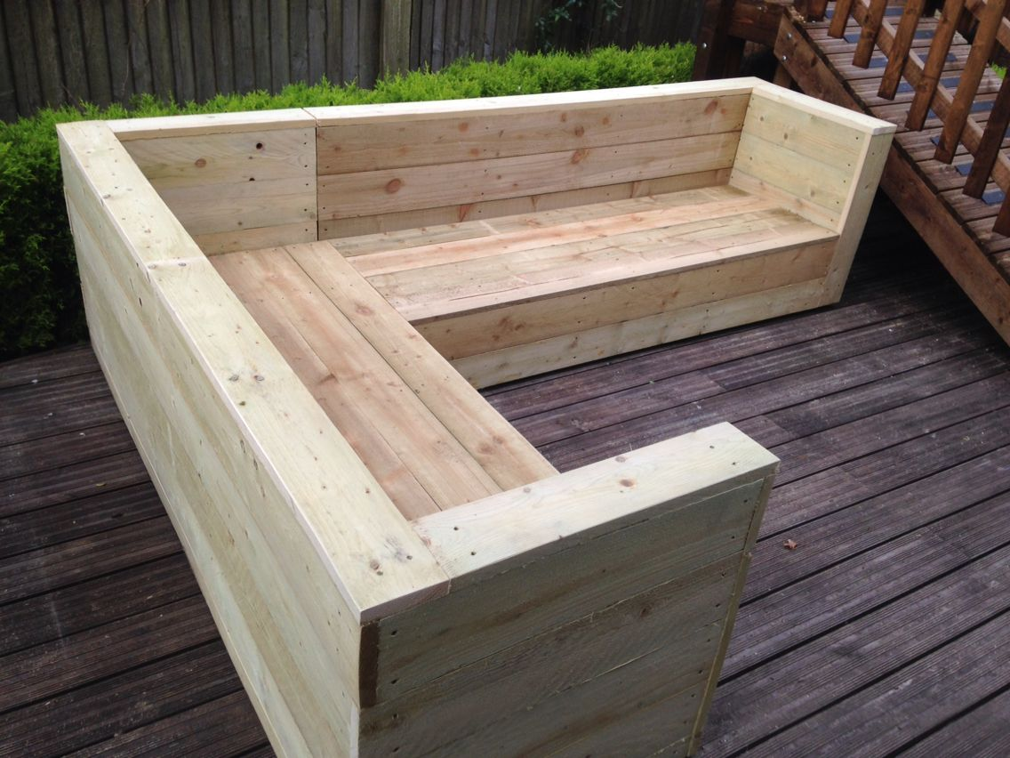 corner sofa made from sawn timber einrichtung garten pinterest outdoor lagerungs b nke. Black Bedroom Furniture Sets. Home Design Ideas
