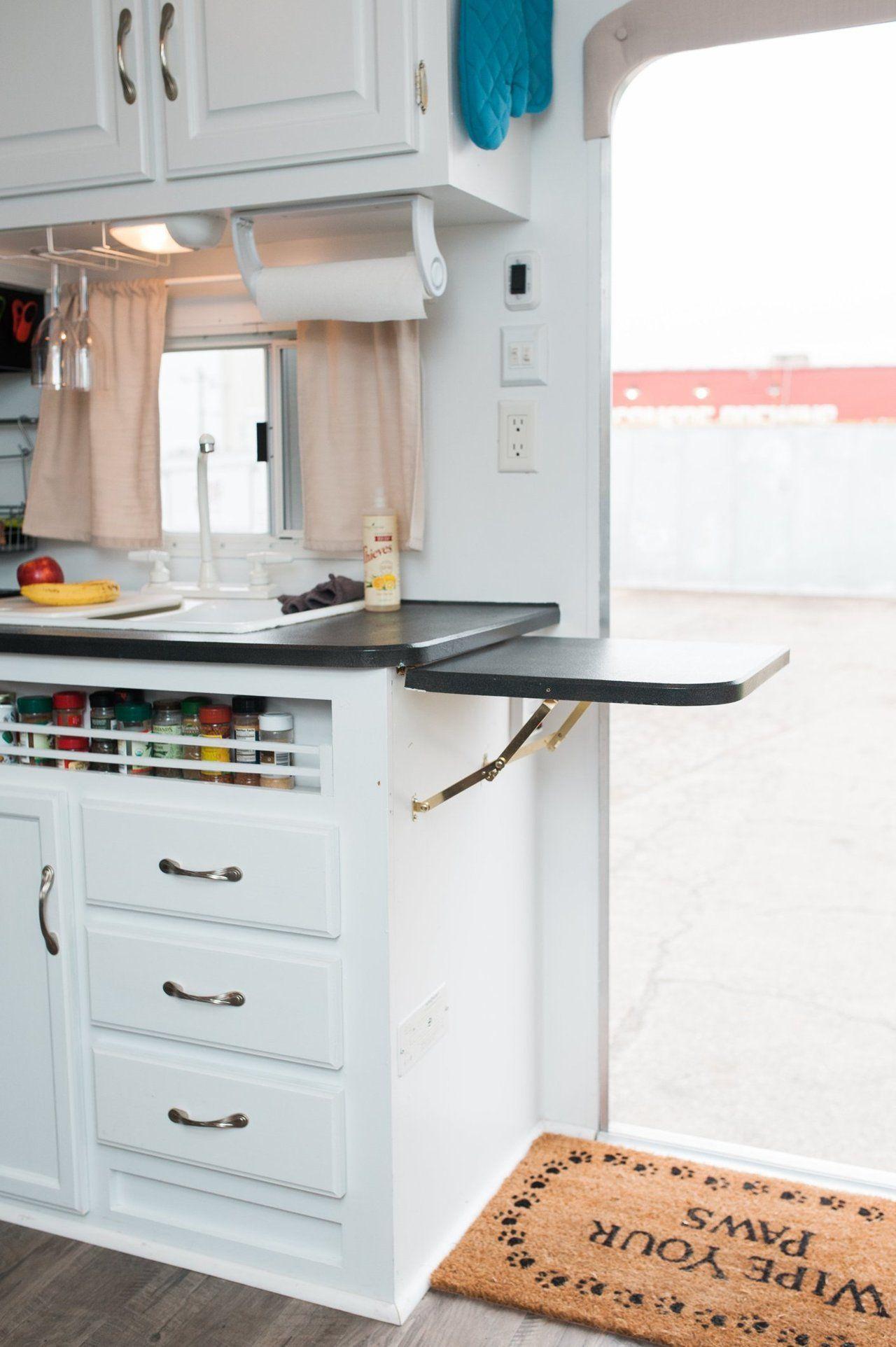 A 276-Square-Foot DIY, Modernized Camper Home | Ideen für die Küche ...
