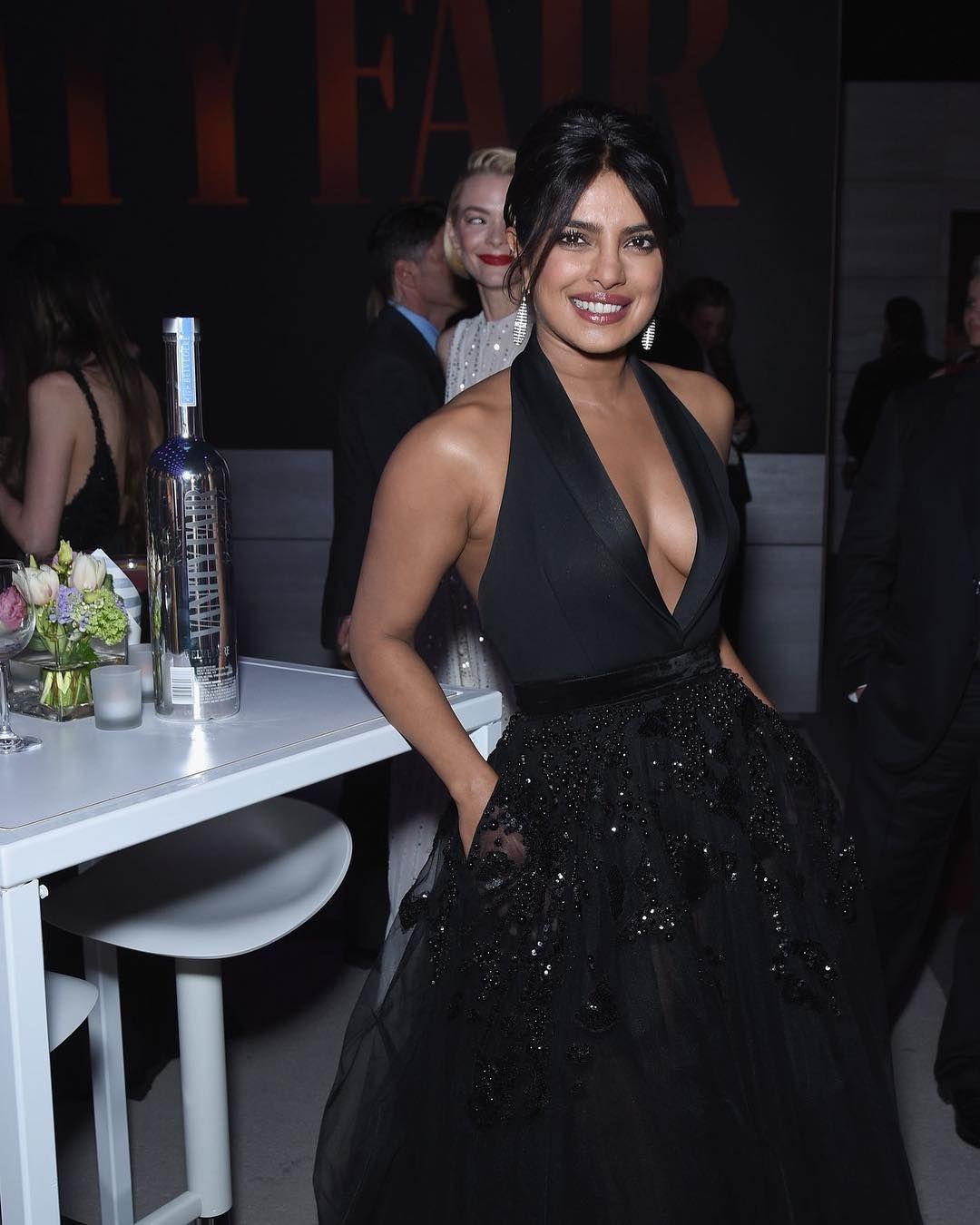 f10cac43cc60 Priyanka Chopra and Nick Jonas Look Straight Out Of Fairytale As They Stun  At Vanity Fair