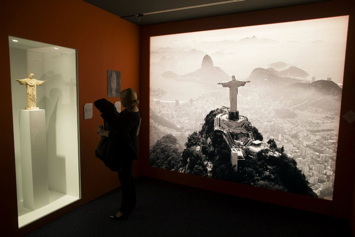 "Historia del ""art déco"" vuelve a seducir a París. Exposición de 1.000 metros relata cómo esta corriente artística influyó al mundo. #ArtDeco #Arquitectura #Arte #Decoración #Paris  VIDEO en:  http://unvrso.ec/000E2RU"