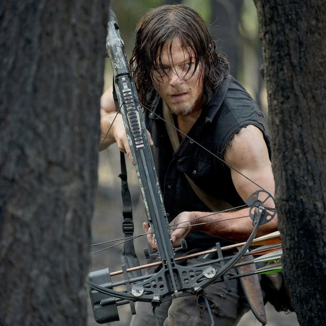 I can't wait for tomorrow night, I hope they don't kill Daryl off