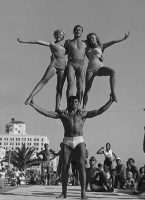4292ebd3db Muscle beach by Andre de Dienes | California Cool | Muscle beach ...