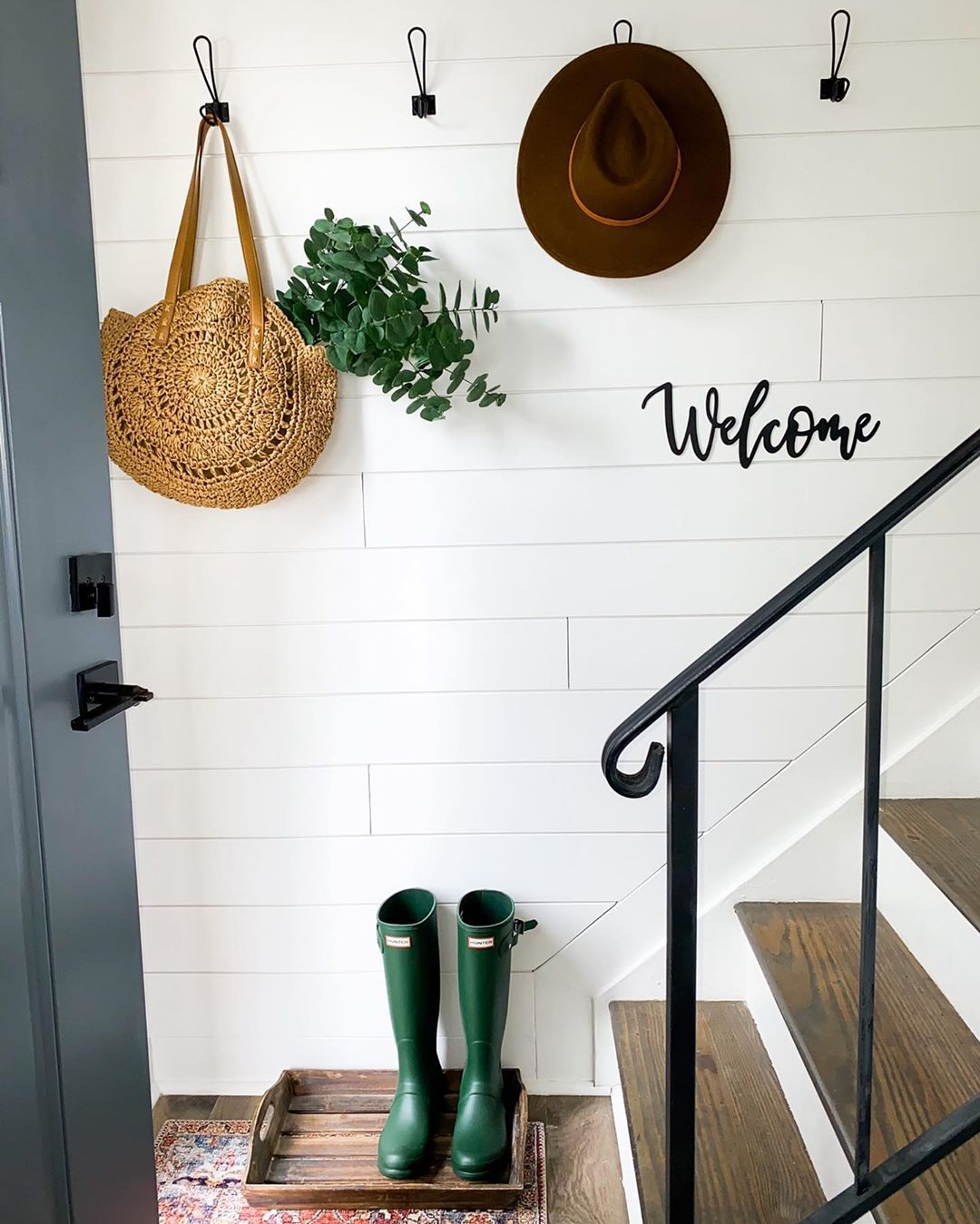 #smallentryway #shiplapwall #splitfloyerentry #splifoyerstairwall #shiplapsmallspaces #splitlevelwall  #splitlevelentry #prettystairwall #farmhousestairs #walcomesign #shiplapwork #shiplapstais