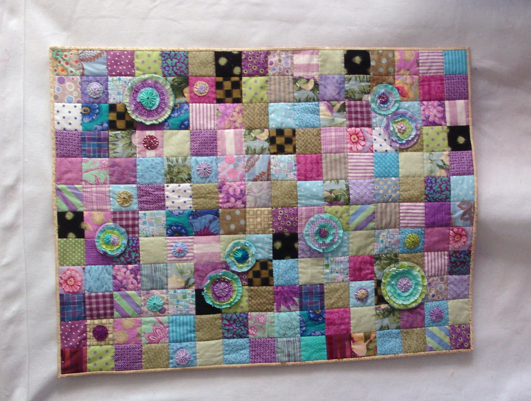 Scrap quilt with something extra. Quilt Ideas Pinterest