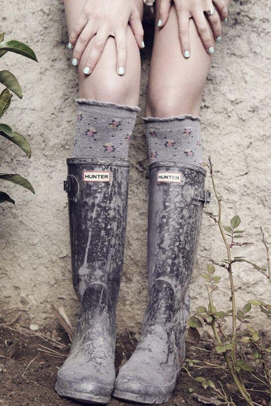 Getting muddy has never been more fun. #hunter #rainboots #sweater socks