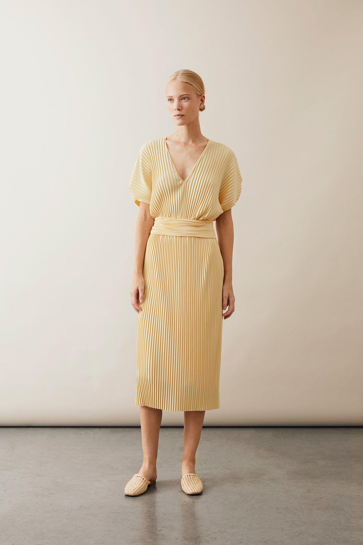 by malina gul klänning