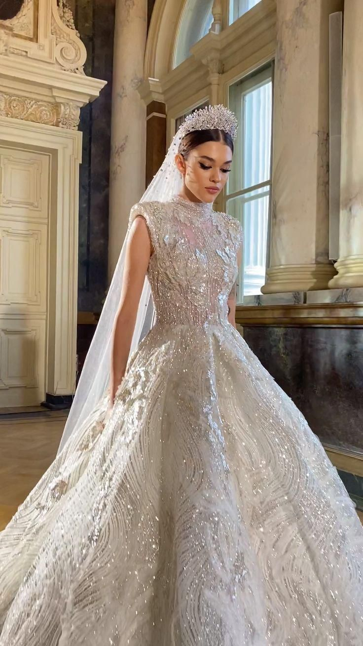 Stunning Sexy Wedding Ball Gown for Glamorous Brides. Exclusive Design of Wedding Princess Gown
