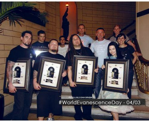 World Evanescence Day - 04/03 - #WorldEvanescenceDay Tweetem muuuito. http://www.twitter.com/mellody/ http://www.lastfm.com.br/user/Dark_Mellody ~ http://www.pianobaby.deviantart.com/ - Fotolog