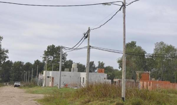 Los vecinos de Los Pioneros, cada vez más cerca de tener cable e internet