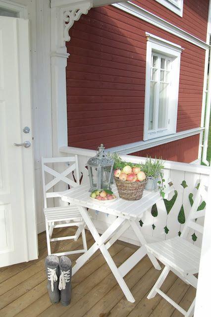 Jordgubbar Med Mjolk Fenster Und Turen Altes Haus Haus Aussen