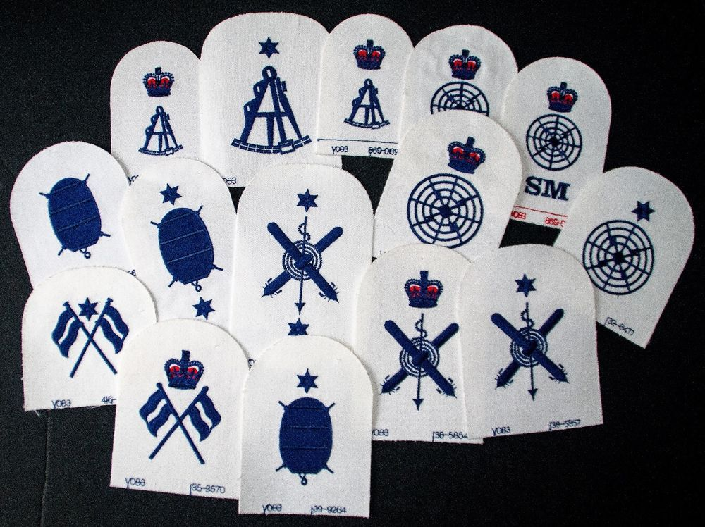 JOB LOT 15 ROYAL NAVY TRADE BADGES NAVY ON WHITE Badge
