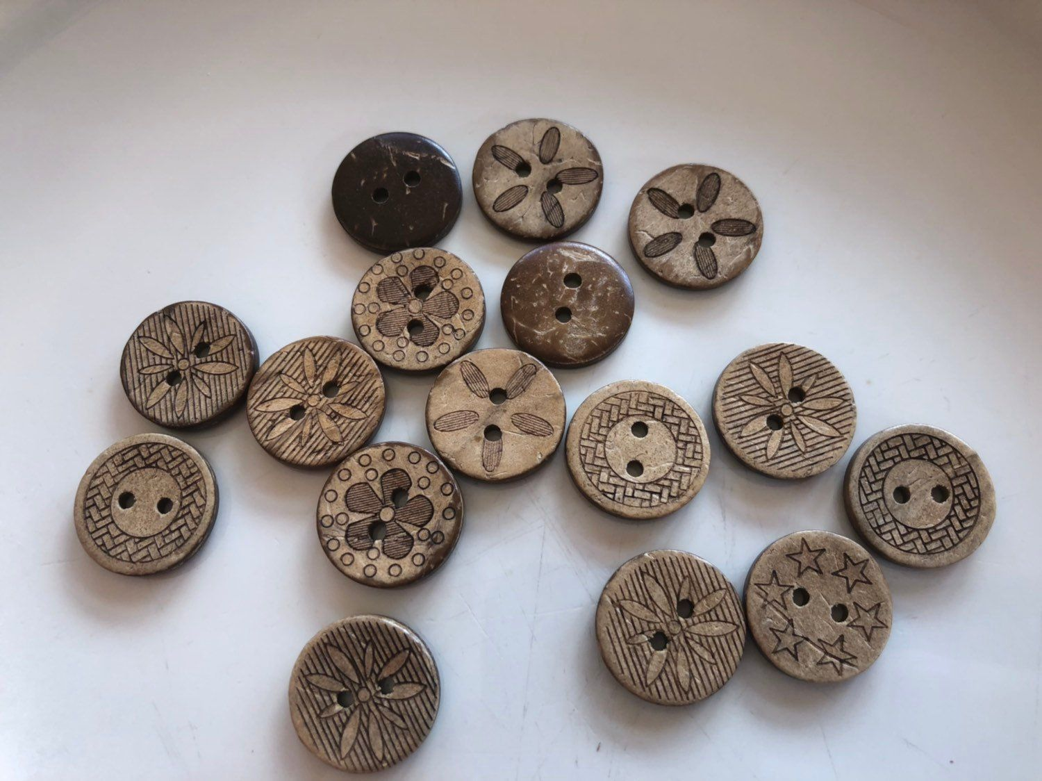 Pack of 100 Mixed Color Printed Round Wood Buttons for Sewing DIY Craft 15mm
