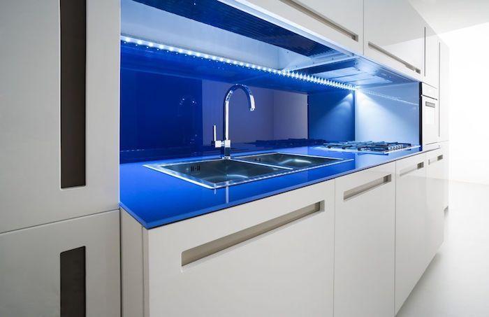 Modèles De La Cuisine Moderne Pour Vous Inspirer - Lampe sous meuble cuisine pour idees de deco de cuisine