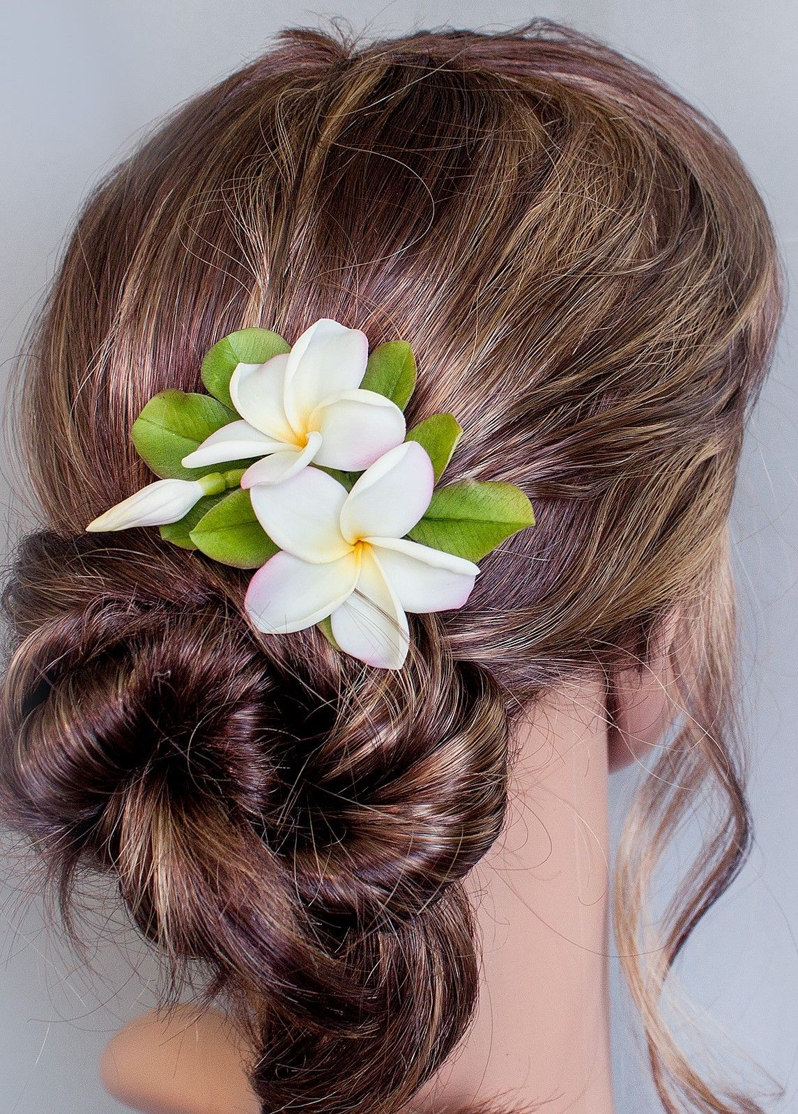Hair Clip Plumeria Realistic Hawaiian Flower Bridal Hair Etsy In 2020 Floral Accessories Hair Bridal Hair Flowers Flowers In Hair