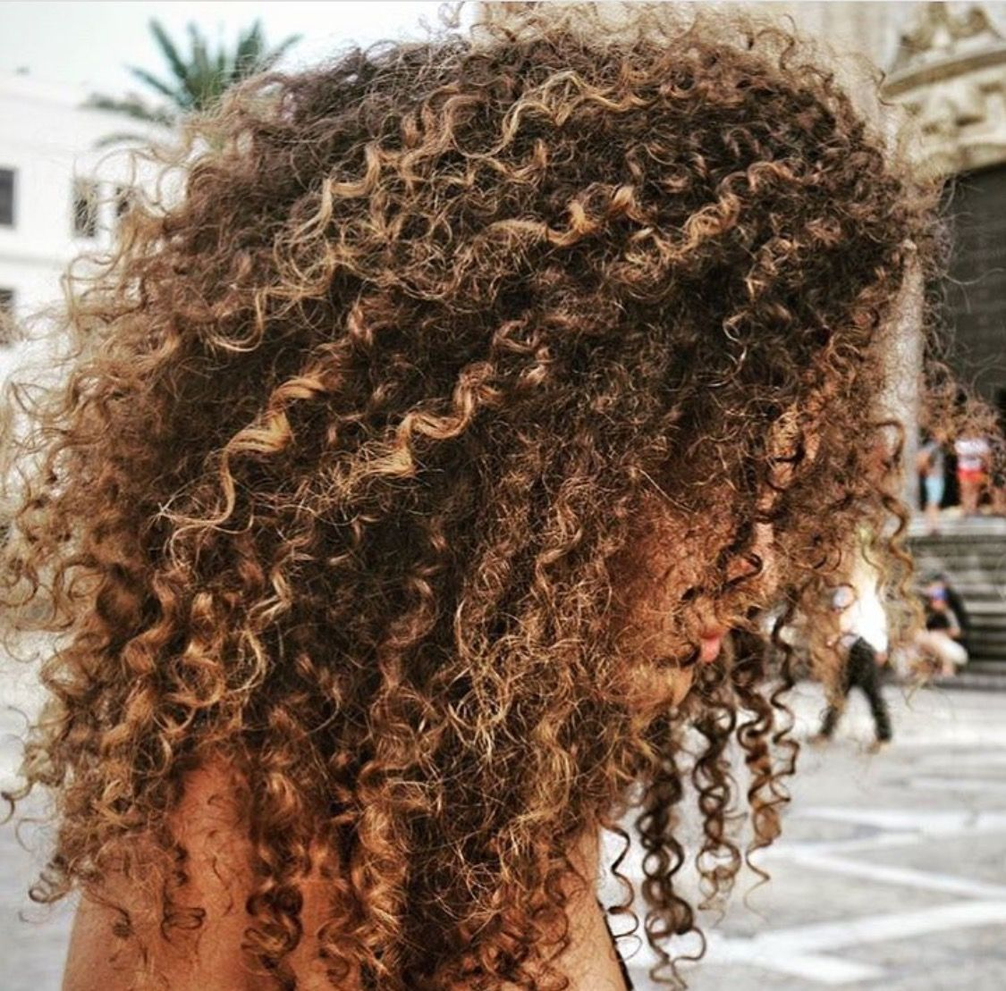 Pretty Brown Curls With Highlights Curly Hair Styles Naturally Curly Hair Styles Curly Hair Inspiration