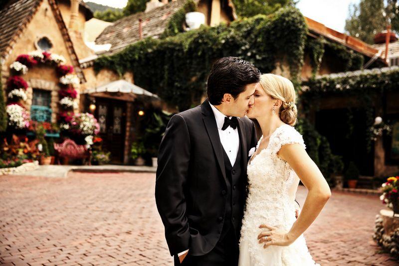 Vineyard Mountain Wedding By Pepper Nix Photography Norwegian Wedding Magazine Norwegian Wedding Wedding Venues Utah Wedding Magazine