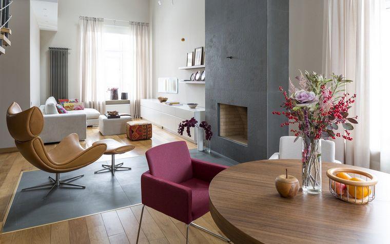 salon salle à manger blanc et gris avec fauteuil design et chaise