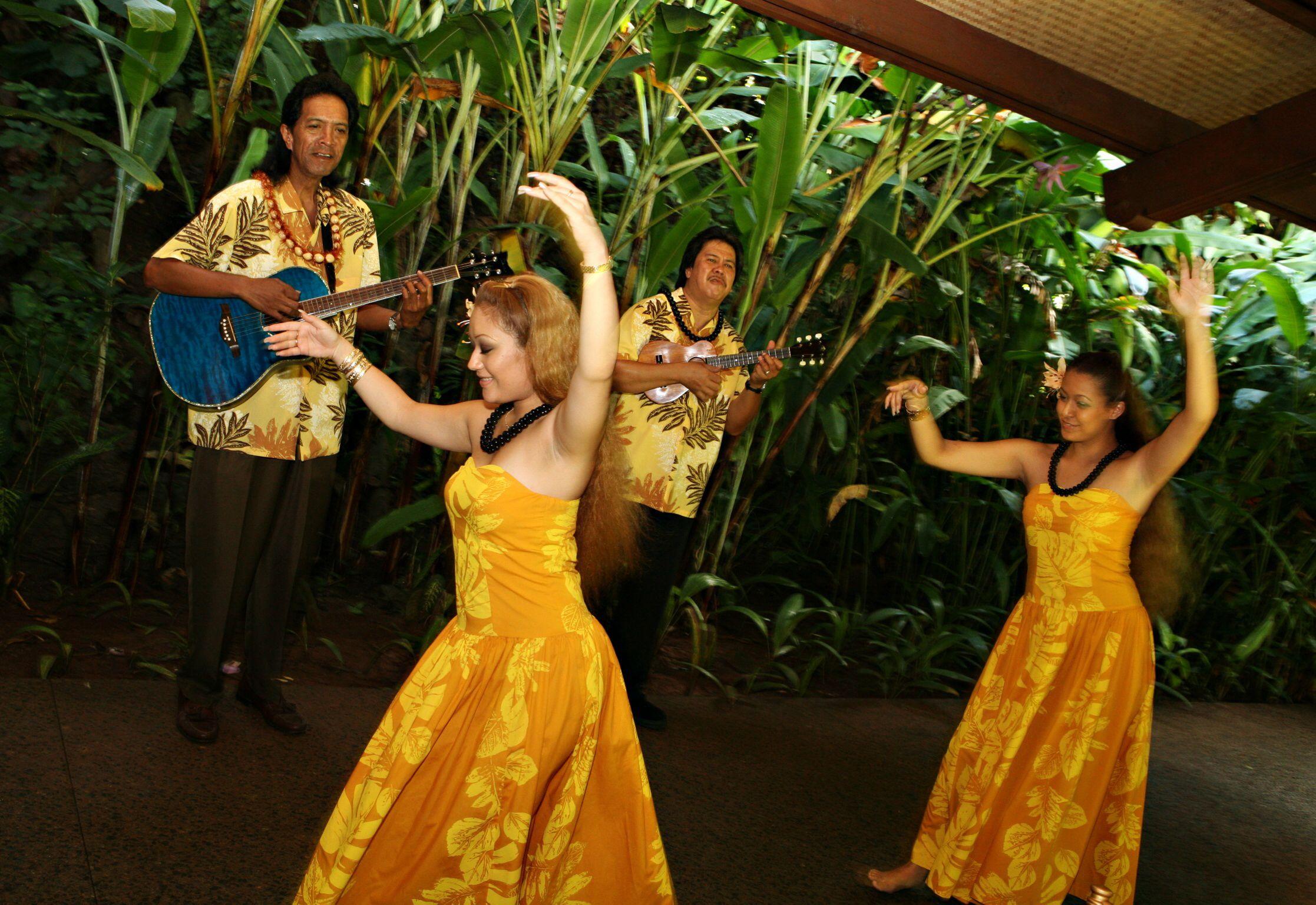 Hula dancers Garden weddings ceremony, Hula dancers