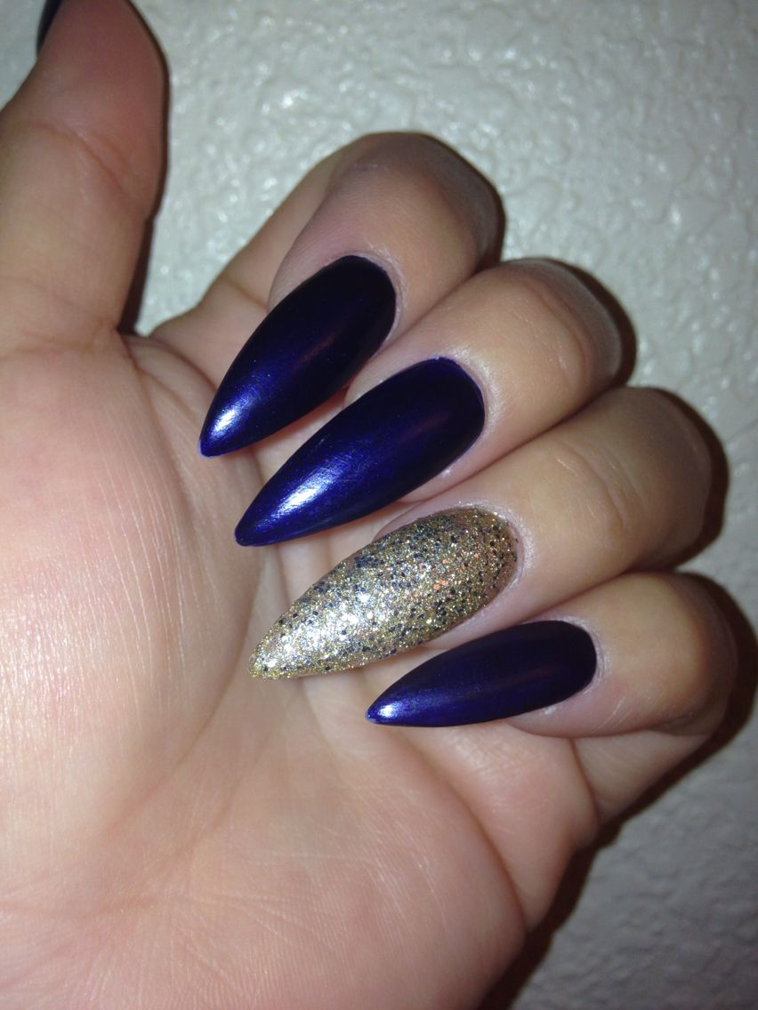 Matte navy blue w gold ring finger | My nails | Pinterest | Ring ...