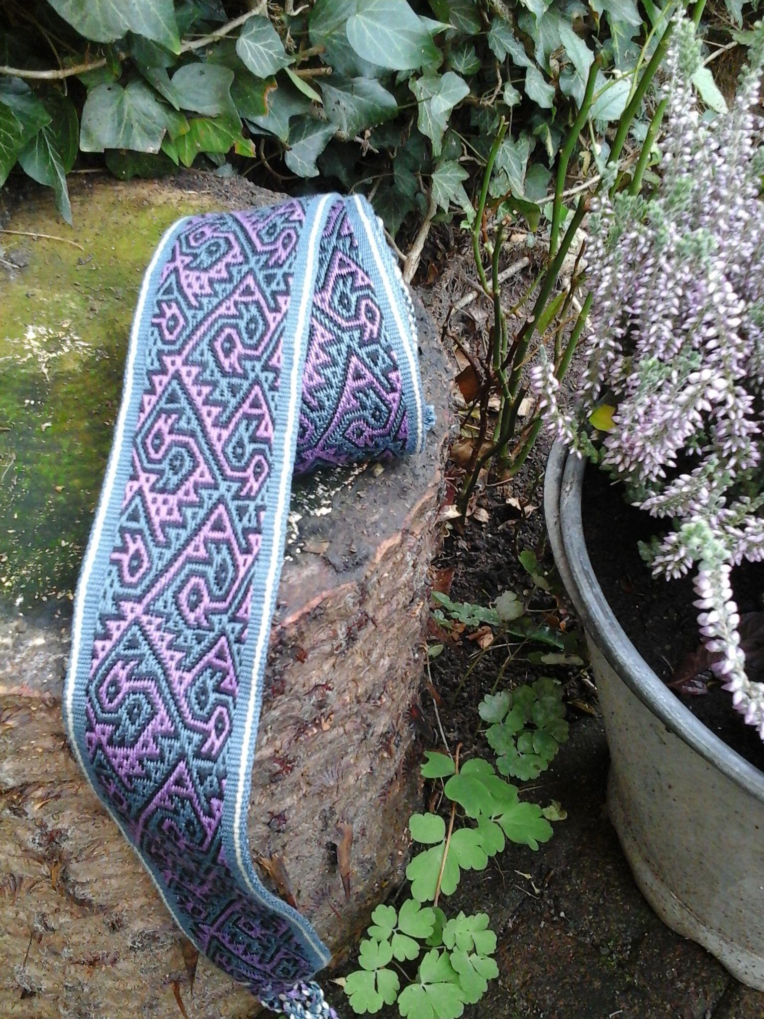 """Dubbel-stippeltjes kaartweefsel, """"Pebble-weave"""", drie kleuren. Gemaakt door Loes Meijer"""