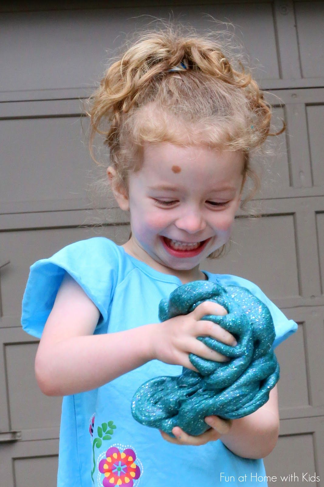 Make Slime with Laundry Detergent (Liquid Starch