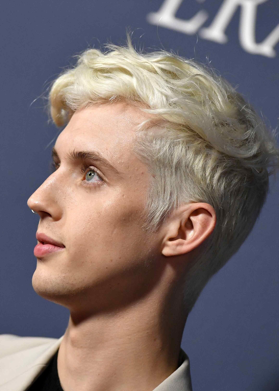 Pete Davidson S Hair Is Now The Color Of Heartbreak Men Blonde