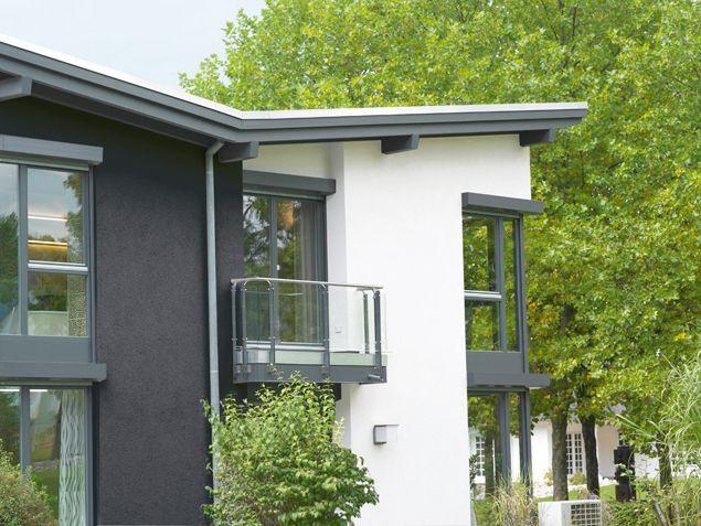 Fassadenfarbe blau grau  Dunkle Fassadenfarbe mit einem HBZ unter 20, Reflexionsfähigkeit ...