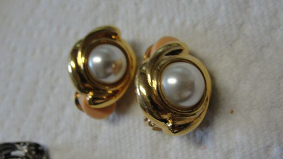Simulated Pearl Goldtone Clip Earrings by tracisallymaxx on Etsy