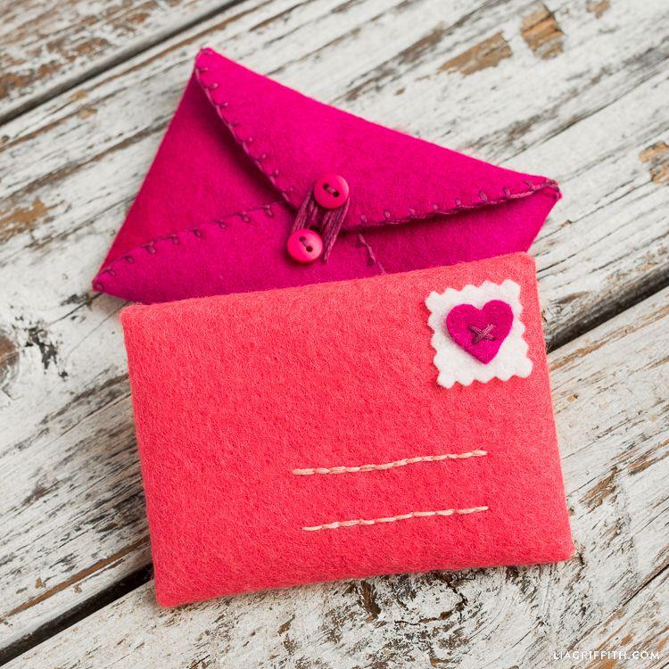 hand stitched felt envelopes  felt crafts diy valentines