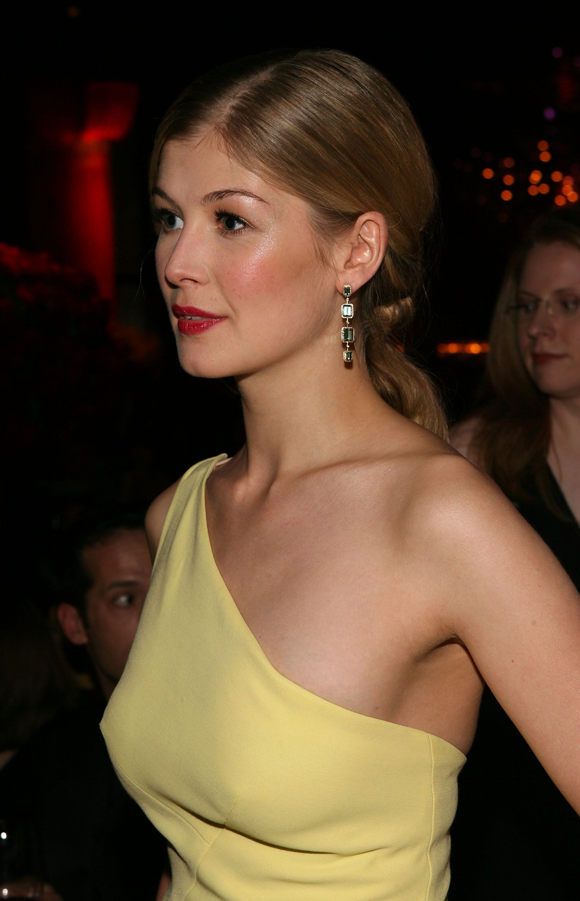 picture Rosamund Pike
