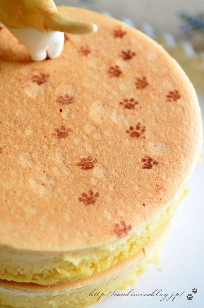 Cat Cake ( 猫  ケーキ) by CarolineIngalls   made out of sweetened white bean paste (shiro-an) & glutinous rice (gyuhi).