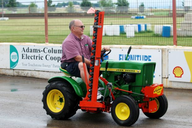 Weekend Of Freedom Machines Beaver Dam Daily Citizen Small Garden Tractor Tractors Lawn Tractor