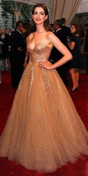 Anne Hathaway in Valentino #prom dresses | Glamur | Pinterest | Anne ...