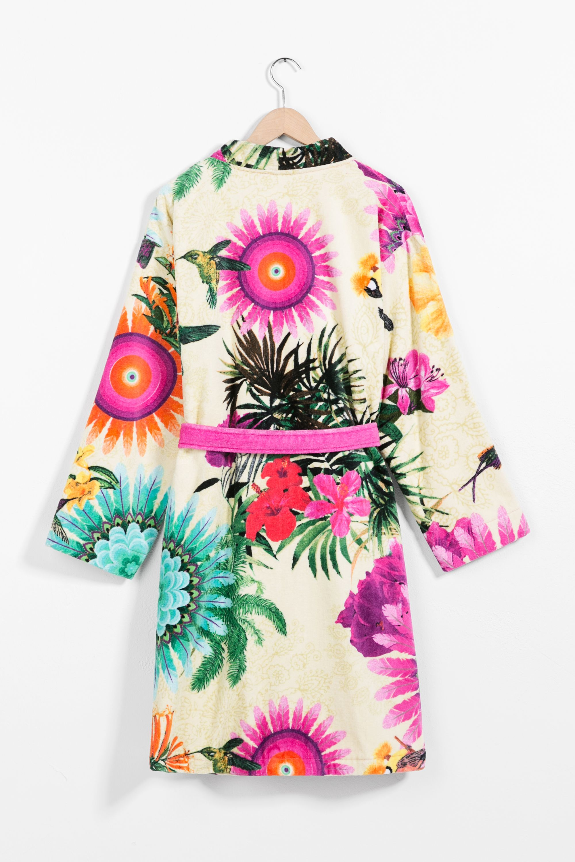 This velour and cotton bathrobe looks too good to stay on the hanger ... d1e35822bb
