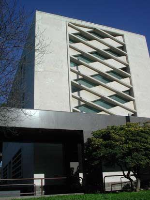Ufficio postale nel quartiere aventino adalberto libera for Affitto ufficio aventino