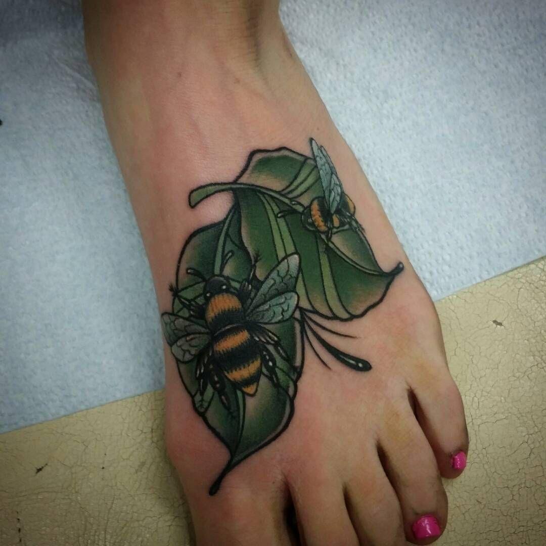 Bee tattoo beautiful and sick tattoos pinterest spider tattoo
