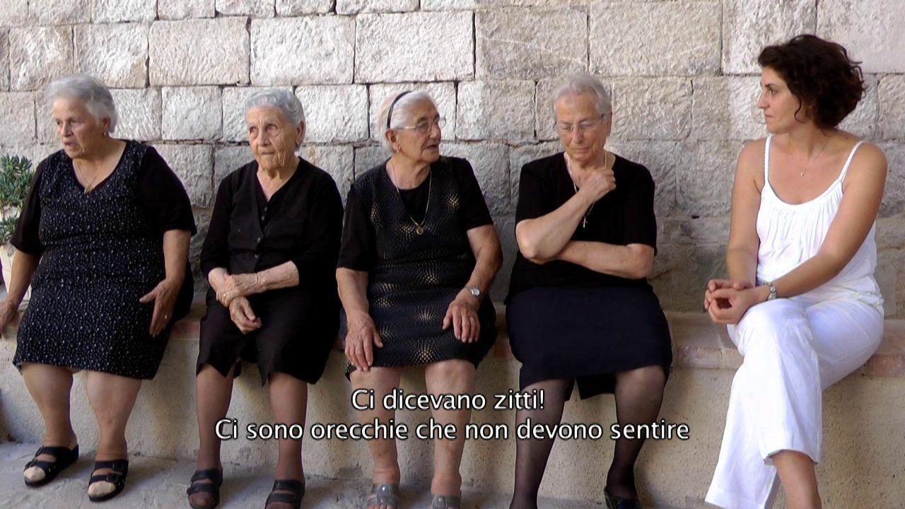L'ESPOSIZIONE DEL LENZUOLO di Maria Angela Capossela e Liviana Davì a Visioni Italiane